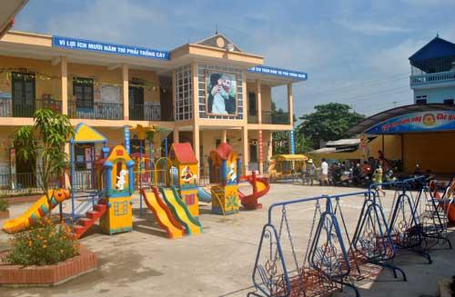 Huyện miền núi đầu tiên của tỉnh Quảng Ngãi hoàn thành phổ cập giáo dục mầm non
