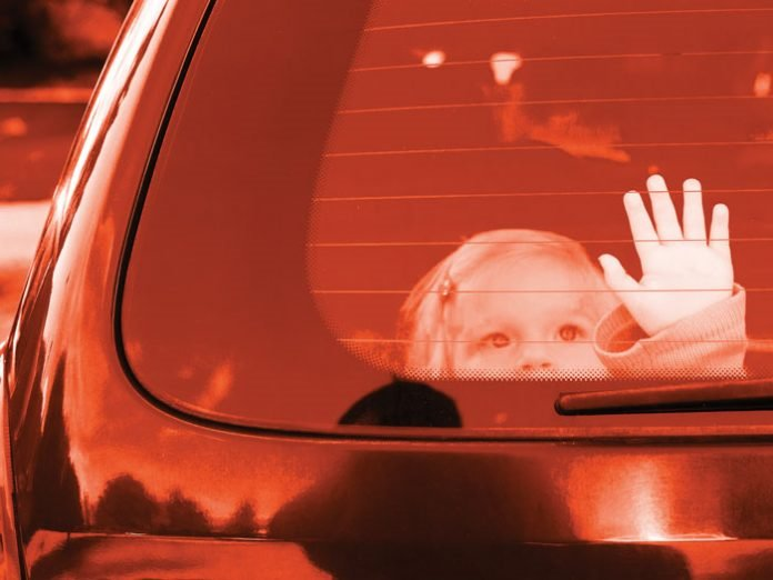 Kỹ năng giúp trẻ thoát hiểm khi bị bỏ quên trên xe ô tô